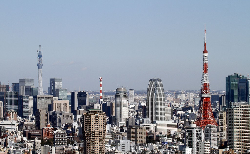 Tokyo_Tower_and_Tokyo_Sky_Tree_2011_January